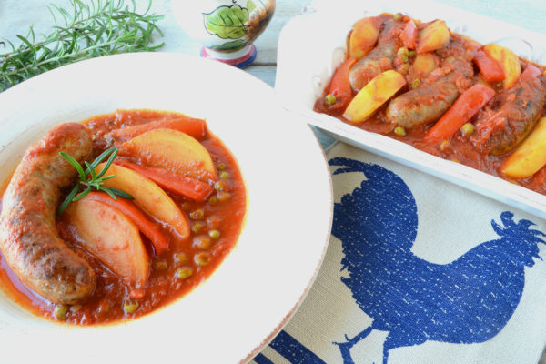 Sausage, Potatoes, and Red Pepper in Tomato Sauce